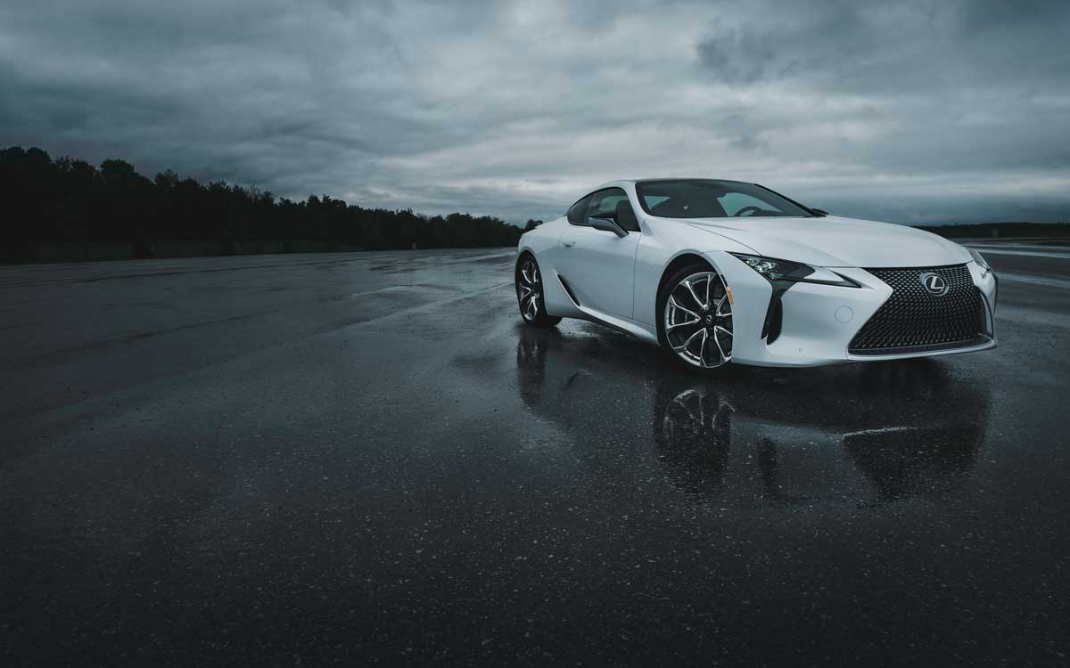 LC 500 in Eminent White Pearl